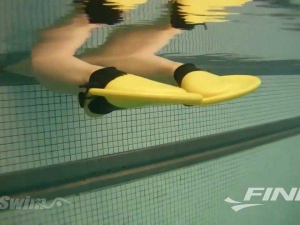 平泳ぎのキックを速くなりたい人におススメのツール