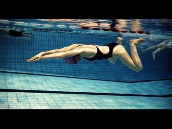 平泳ぎで効率の良い泳ぎを見つける為のドリルワーク