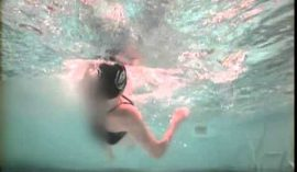 背泳ぎで壁までの残りの距離を知るには?